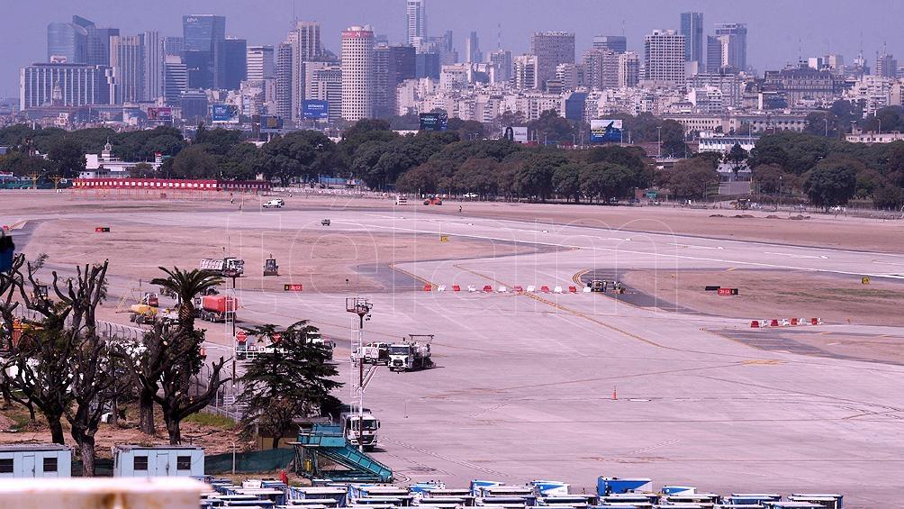 Aeroparque volverá a recibir y despachar aviones después de haber estado inoperable por siete meses.