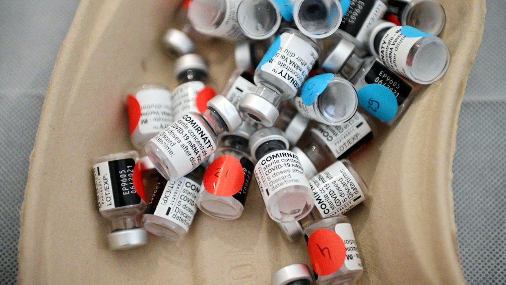 Los países ricos y los laboratorios donaron solamente el 14% de las vacunas anticovid prometidas
