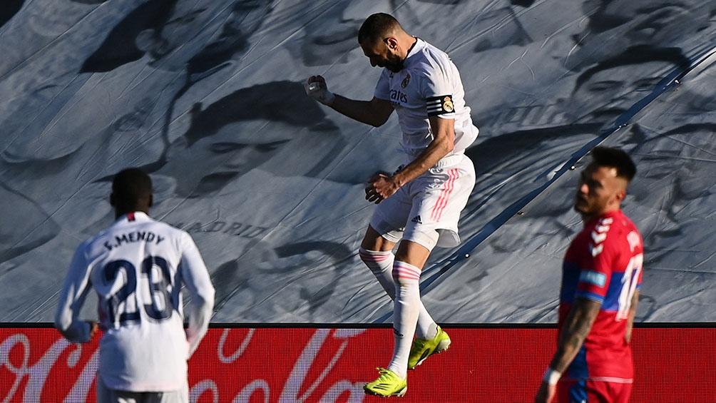 Karim Benzema, con un doblete en la recta final del partido, concretó la remontada del escolta Real Madrid.