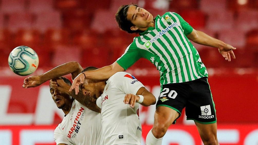Los argentinos Lucas Ocampos y Marcos Acuña juegan en el Sevilla.