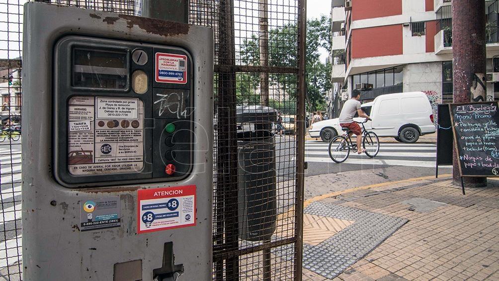 Para estacionar en las zonas tarifadas habrá que utilizar nuevamente, desde este lunes, las fichas.