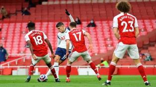 Lamela anotó y fue expulsado en la derrota del Tottenham ante Arsenal