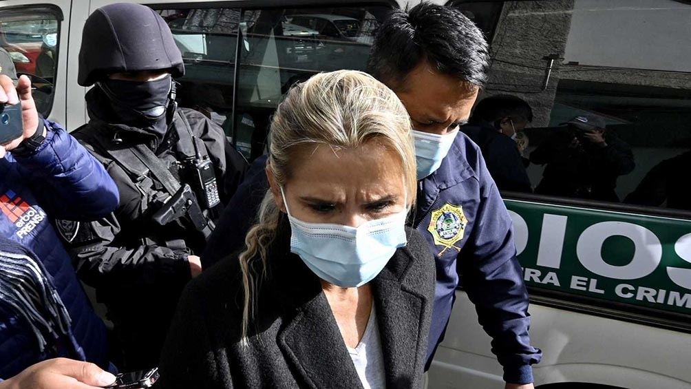 """Áñez, arrestada el 14 de marzo por cargos de """"sedición"""", """"terrorismo"""" y """"conspiración"""", se encuentra en prisión preventiva en un penal de La Paz por un período de seis meses."""