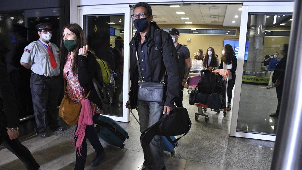 Los pasajeros mostraron sorpresa y satisfacción al llegar nuevamente a Aeroparque.