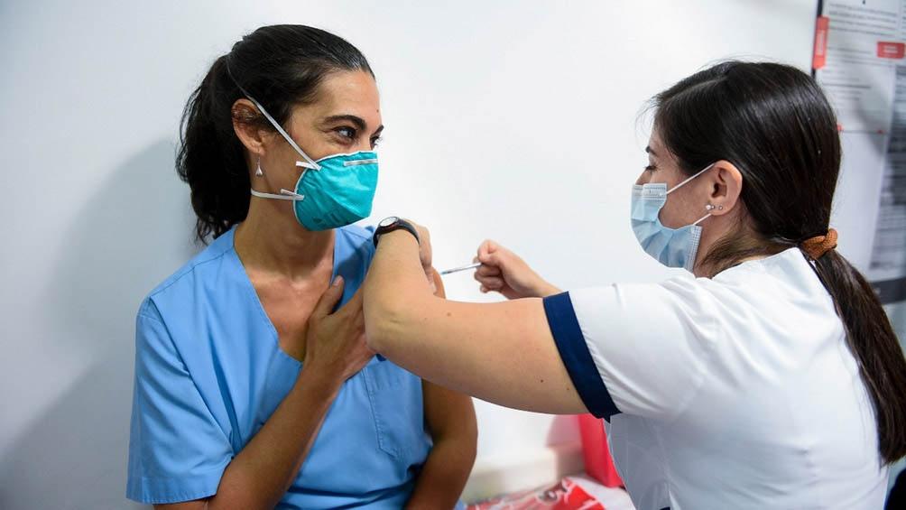 La medición de M&F revela que la disposición favorable a vacunarse es del 73,6%.