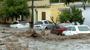 Evacuados y rutas cortadas por un temporal de lluvia en Córdoba