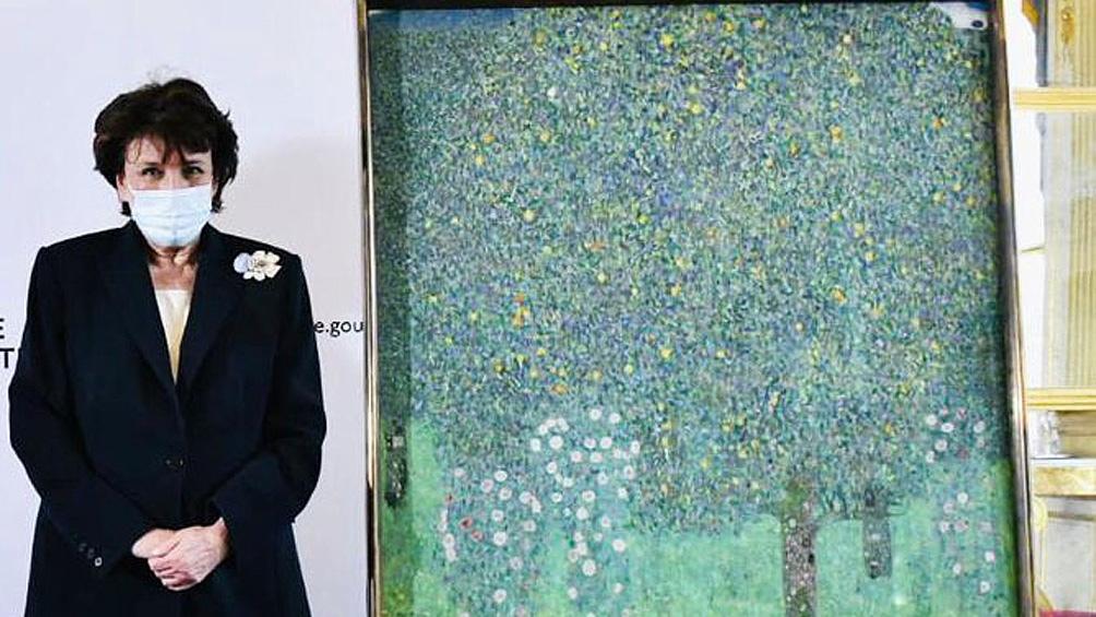 La ministra de Cultura de Francia, Roselyne Bachelot-Narquin, anunció en una conferencia de prensa realizada el último lunes la intención de devolver la obra a sus dueños