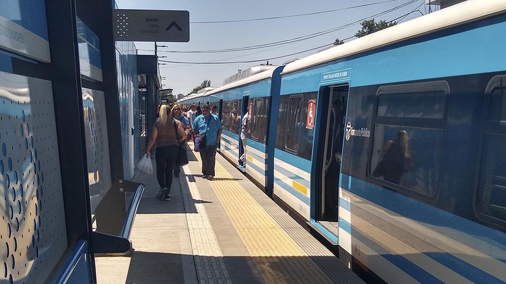 La búsqueda incluyó la estación de trenes de Castelar, donde el captor y la niña se bajaron del Sarmiento.