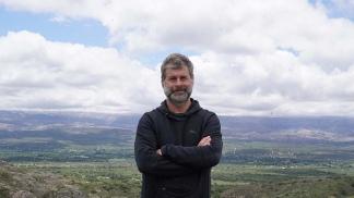 """Edgardo Esteban, autor de """"Iluminados por el fuego"""""""