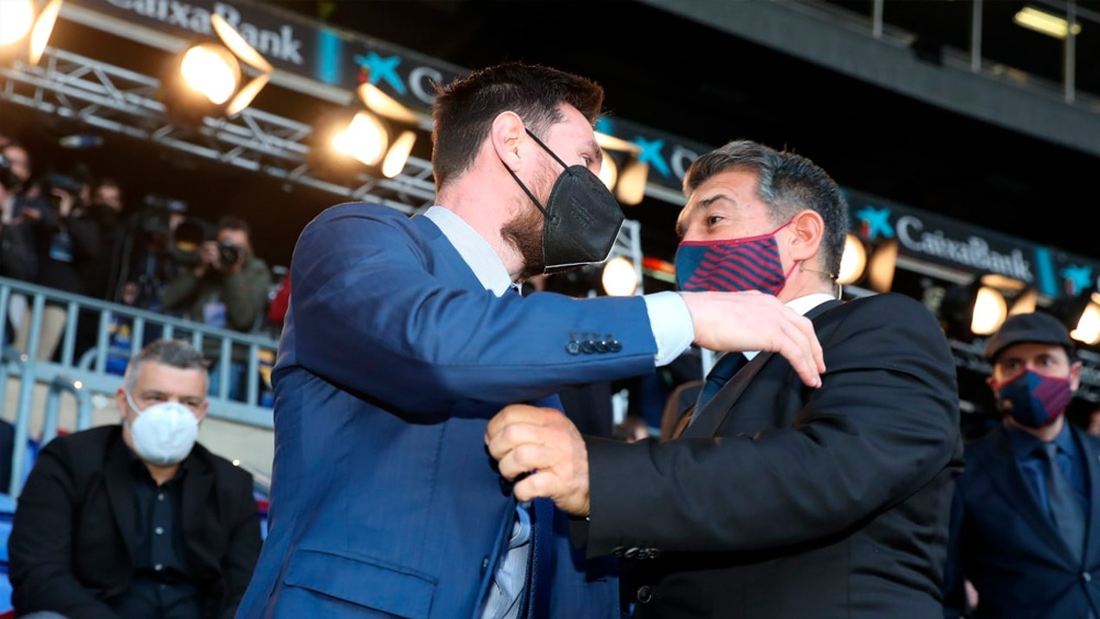 Messi y Laporta, una imagen que se repite, tras una gestión de Bartomeu para el olvido (Foto: @FCBarcelona_es)