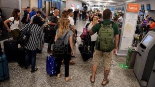 El Gobierno aconseja suspender viajes de egresados y amplía denuncia por PCR irregulares de turistas