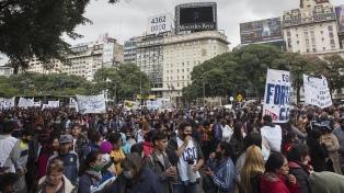 Movimientos sociales marcharon en reclamo de ley de tierra, techo y trabajo