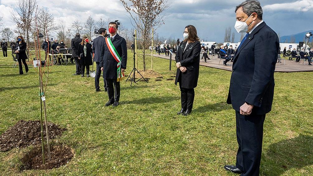 El Parlamento aprobó una ley que fijó el 18 de marzo como día para recordar a los fallecidos por la Covid-19 en Italia.