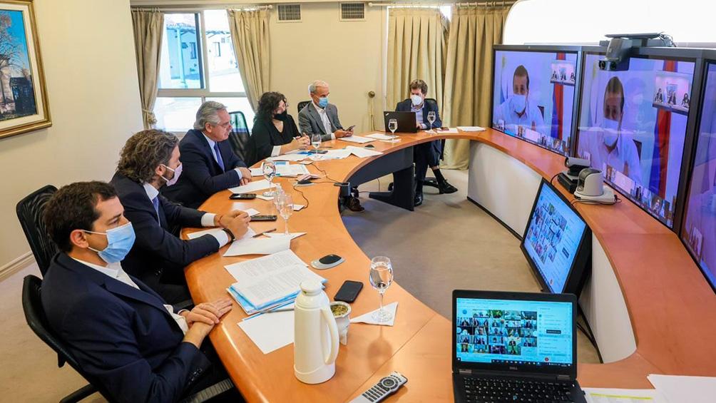 El Presidente encabezó el encuentro del que participaron los gobernadores de modo virtual.