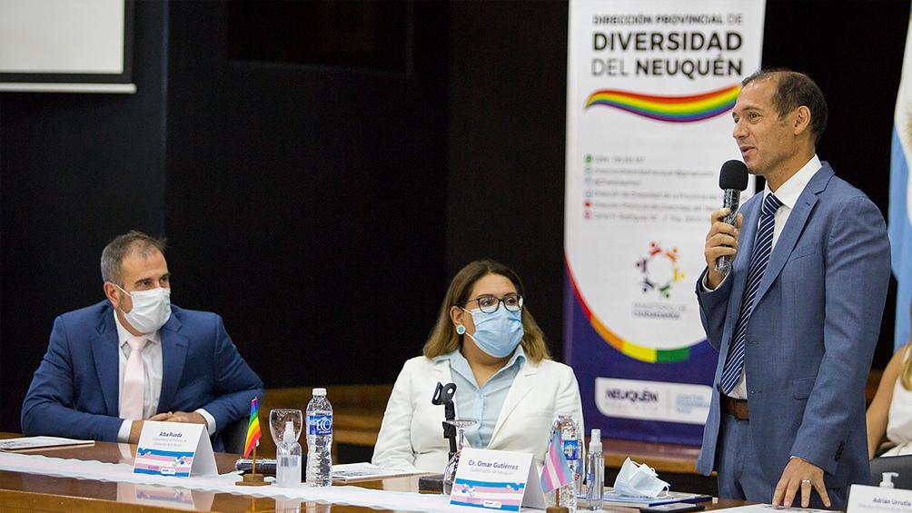 La subsecretaria de Políticas de Diversidad de la Nación presidió junto a Omar Gutiérrez la constitución de la mesa.