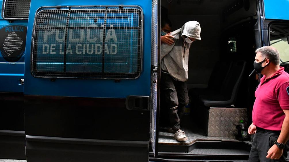 Savanz pasó la noche aislado en una celda de la Superintendencia de Investigaciones Federales de la Policía Federal Argentina, en Villa Lugano