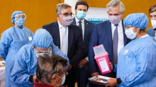 El Presidente visitó un centro de vacunación para mayores de 75 años en Catamarca