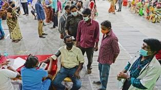 India batió su récord de casos de coronavirus por tercera vez en la semana