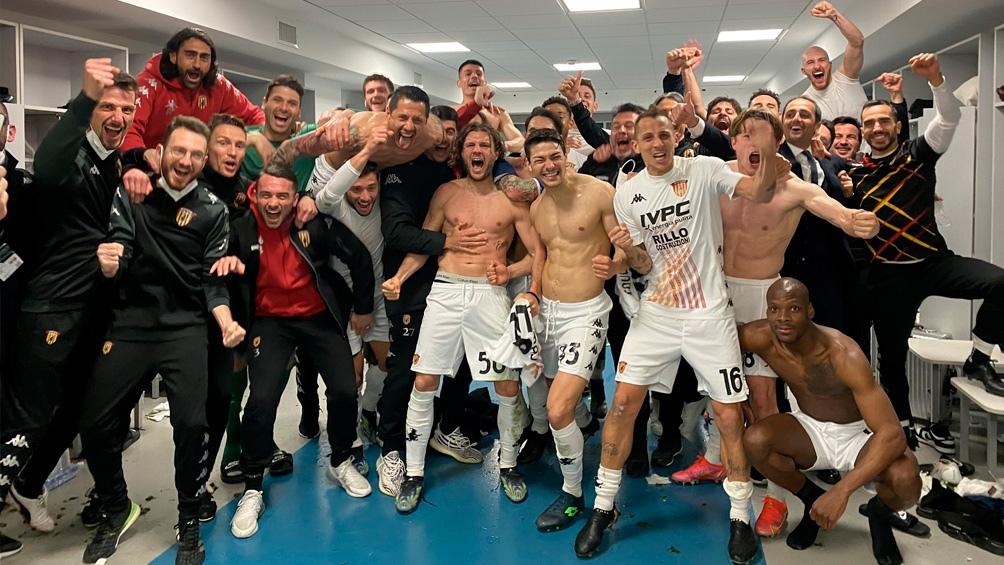 Tras la victoria, los festejos en el vestuario.
