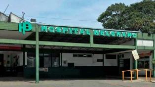 Un muerto a balazos y un policía herido tras enfrentamiento frente a un hospital