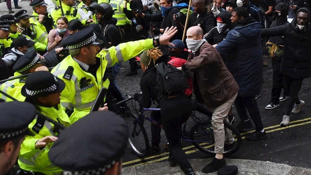 """Cientos de manifestantes se congregaron en las calles de la ciudad bajo la consigna """"Kill the Bill"""" (Mata la Ley)"""
