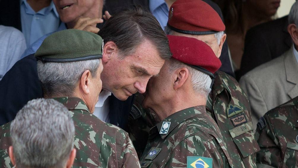 Bolsonaro impulsa que el Ejército se encolumne contra las cuarentenas