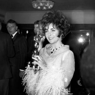La actriz ganó dos Oscar por Una mujer marcada y por ¿Quién teme a Virginia Wolf?.