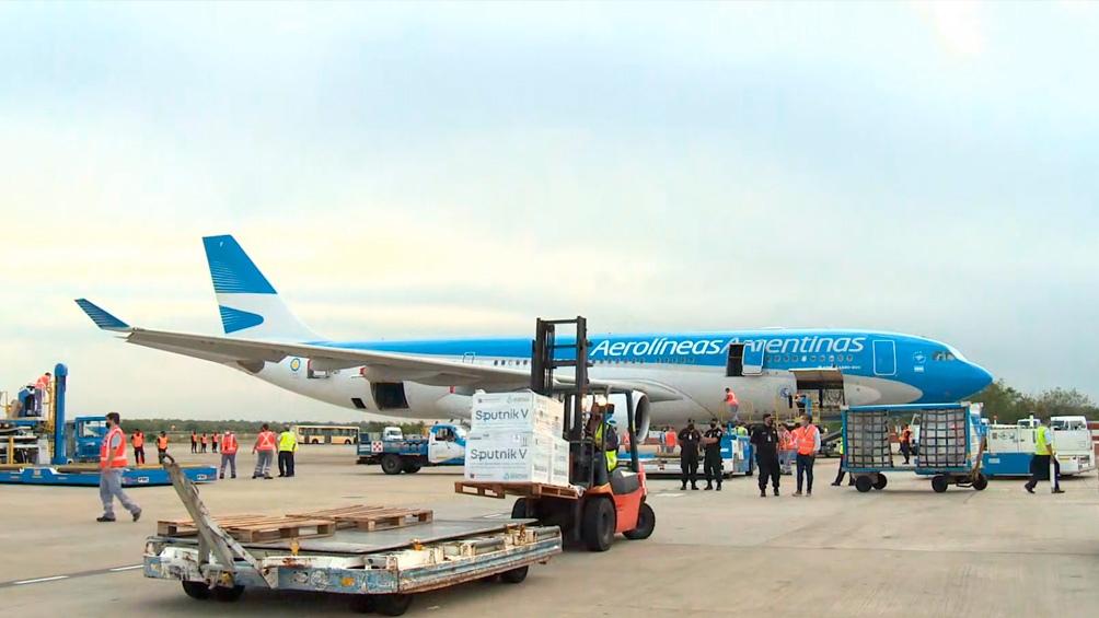 Con el vuelo que salió este viernes y el que está previsto que parta el sábado, Aerolíneas Argentinas llegaría a concretar 16 servicios.