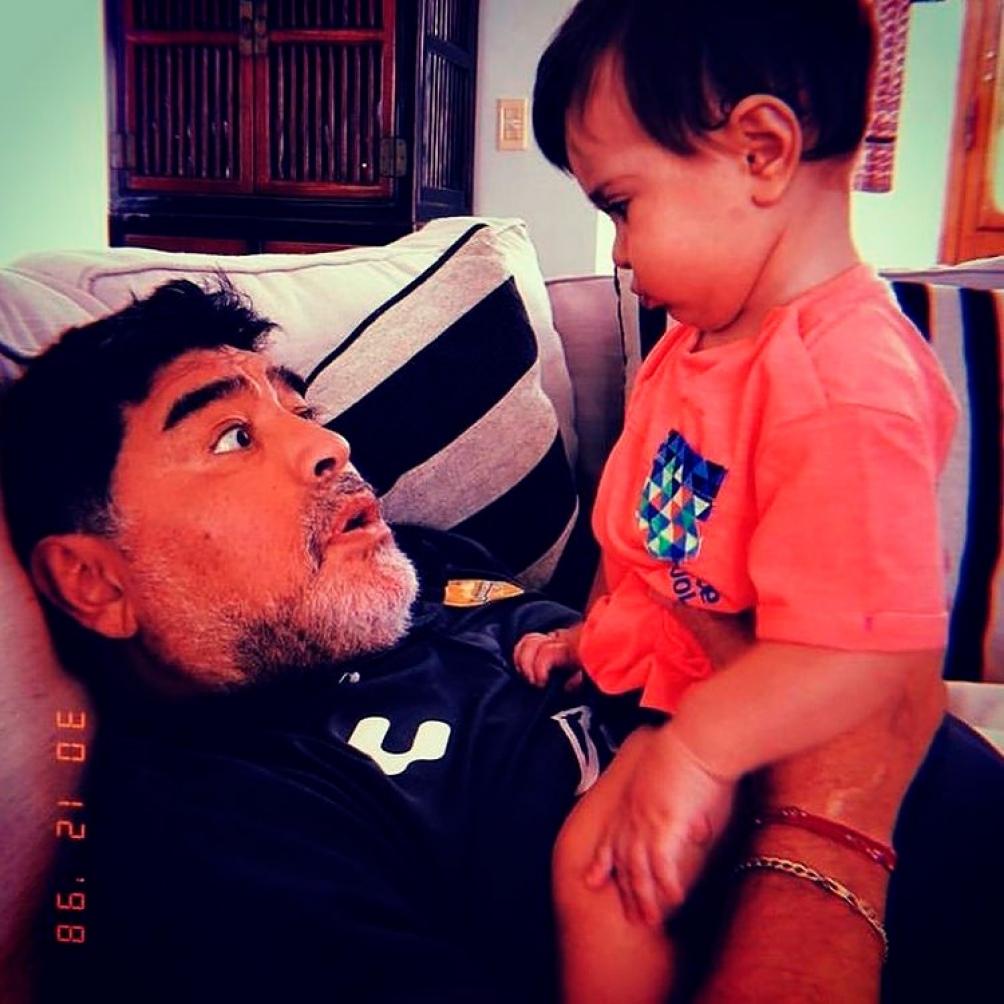 Diego Junior es hijo de Diego Maradona y Cristina Sinagra.