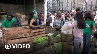 """Productores realizan """"verdurazos"""" en varios puntos del país para reclamar acceso al agua"""
