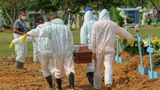 En colapso hospitalario, Brasil teme a la falta de oxígeno y de lugar en los cementerios