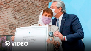 """Fernández homenajeó a las """"inmensas"""" Madres, Abuelas y familiares de desaparecidos"""