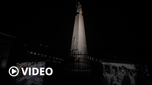 """""""Siempre están"""": Télam homenajeó a las Madres y Abuelas con una instalación en la Plaza de Mayo"""