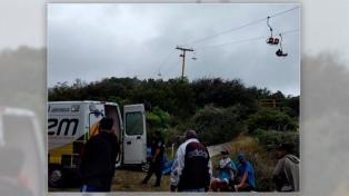 Dos turistas cayeron de una aerosilla y sufrieron golpes leves