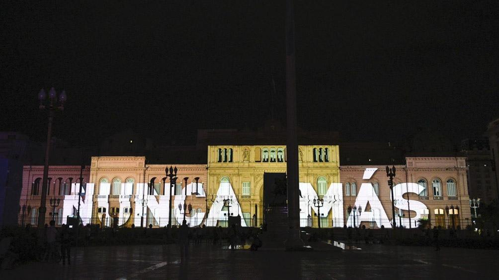 Proyección en homenaje a Madres y Abuelas de Plaza de Mayo.