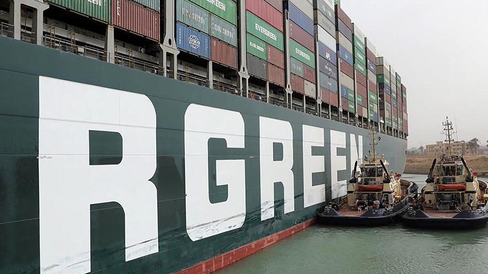"""El """"Ever Given"""", un navío de más de 220.000 toneladas se dirigía a Róterdam, Países Bajos, procedente de Asia"""