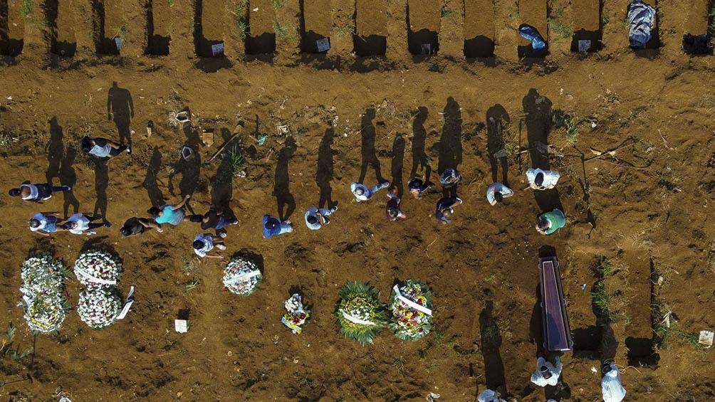 Brasil alcanzó los 300.000 muertos por la pandemia.