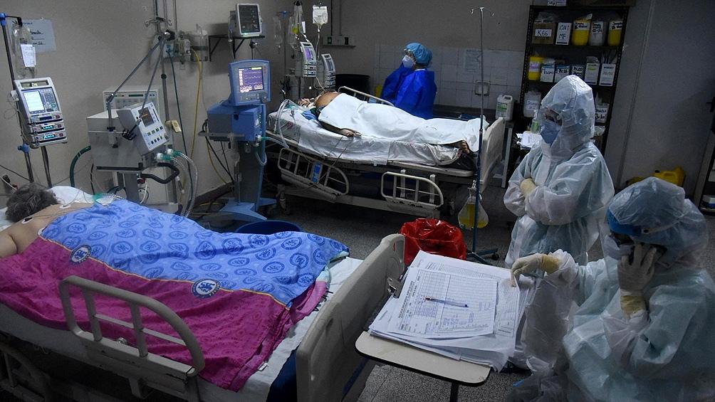 No se puede aumentar el número de camas en terapia intensiva si no se amplía la cantidad de profesionales de la salud para manejar cuidados intensivos.