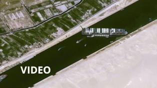 Remolcadores y dragas intentan mover el barco gigante que bloquea el Canal de Suez