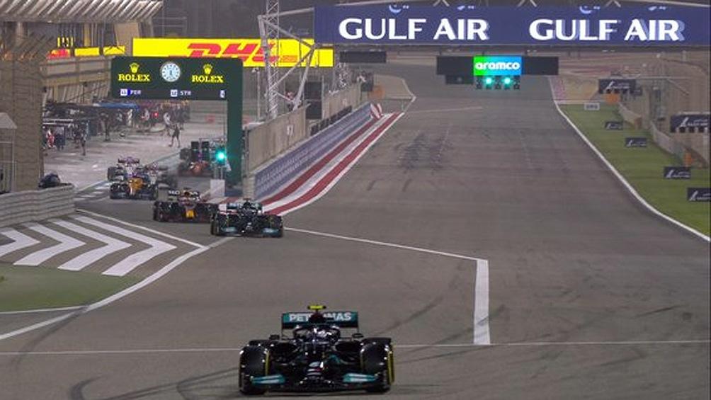 """Hamilton busca acechar a Verstappen y con su Mercedes llevarse la """"pole"""" (Foto: @F1)"""