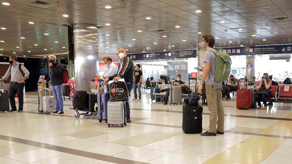 Todos los pasajeros provienen con test de PCR negativos realizados hasta 72 horas previas al abordar el avión.