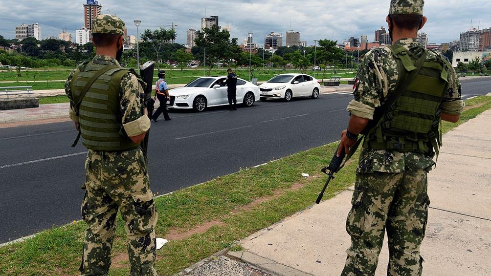 La Policía hacía controles aleatorios en Asunción y en Central, donde piden a las personas certificados para circular.