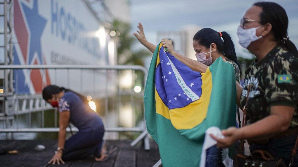 En Brasil ya se superaron los 380 mil muertos desde el inicio de la pandemia.