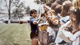 Los encuentros de Maradona con los hijos e hijas del exilio