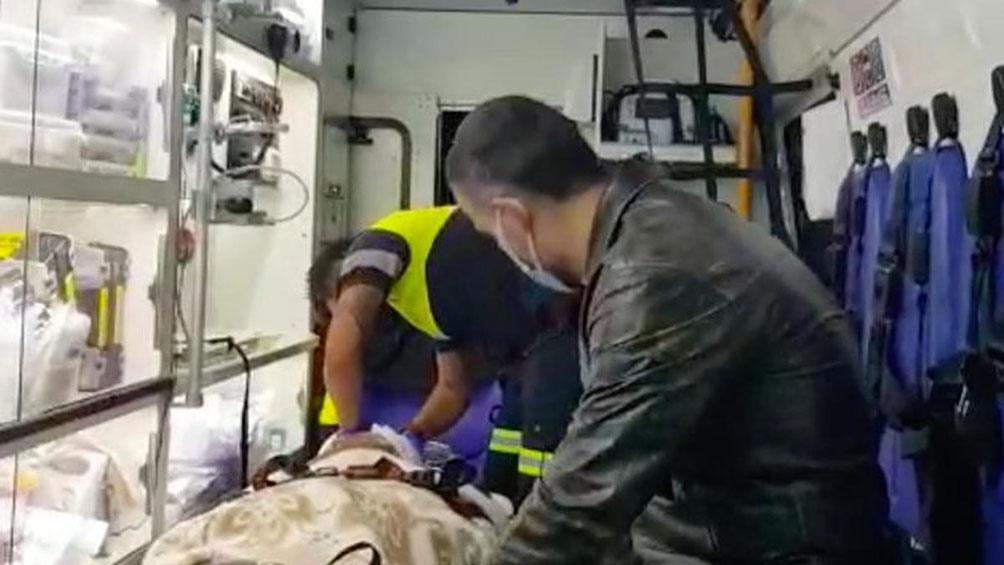 Mientras la Policía inició la investigación para dar con los autores del ataque, los dos lesionados fueron trasladados a un hospital de la ciudad de Concepción.