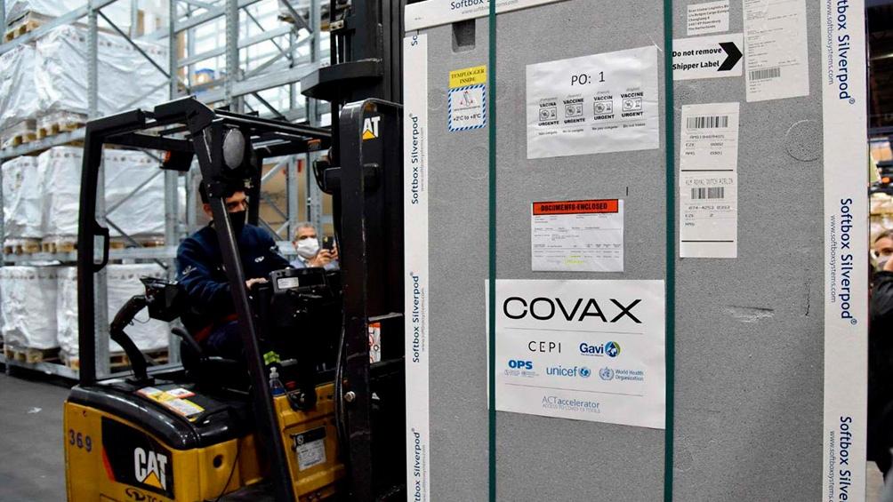 A través del mecanismo Covax, Argentina recibió el pasado domingo el primer lote de vacunas: se trata de un cargamento con 218 mil dosis de la vacuna Astra Zéneca/Oxford.