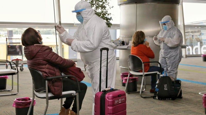 Siguen los testeos de control en Aeroparque y Ezeiza como parte de las nuevas restricciones