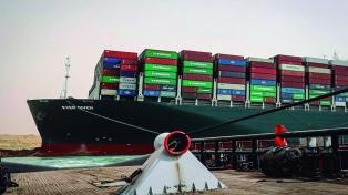 Desencallaron el buque y se reanudó la navegación por el Canal de Suez
