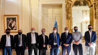 Alberto Fernández firmó convenios para dar ayuda económica a la Comarca Andina