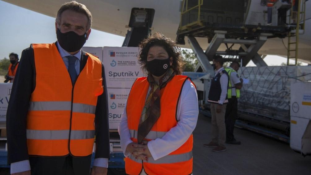 O ministro da Defesa, Agustín Rossi, e a ministra da Saúde, Carla Vizzotti
